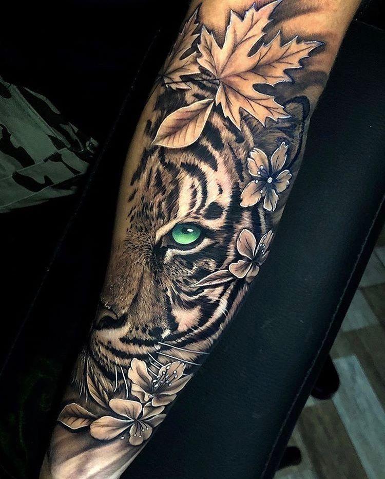 Tatouage avant-bras femme imposant animal