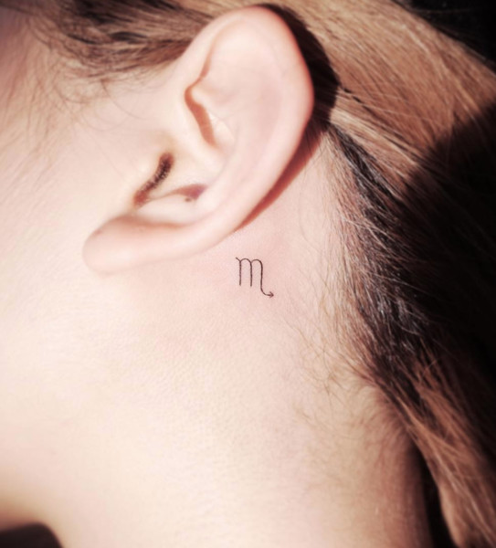 Tatouage minimaliste signe du zodiaque