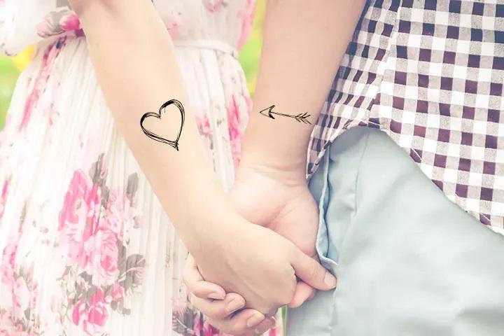 Un arc et une flèche tattoo