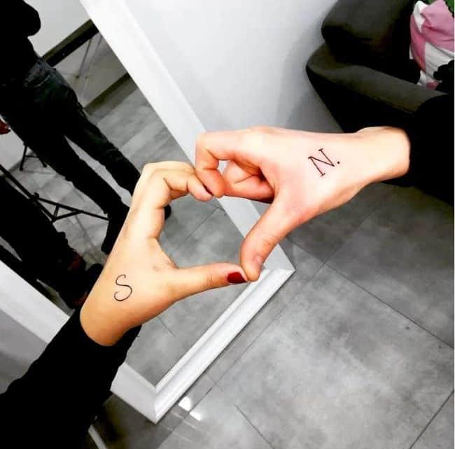 tatouage couple initiales
