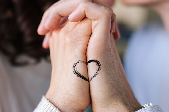tatouage couple moitiés d'un cœur