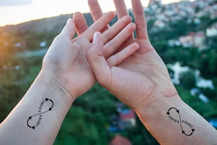 tatouage couple signe infini