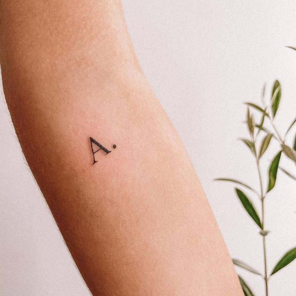 tattoo minimaliste lettre